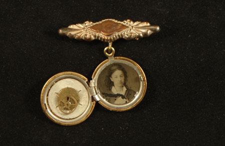 image of steampunk jewelry